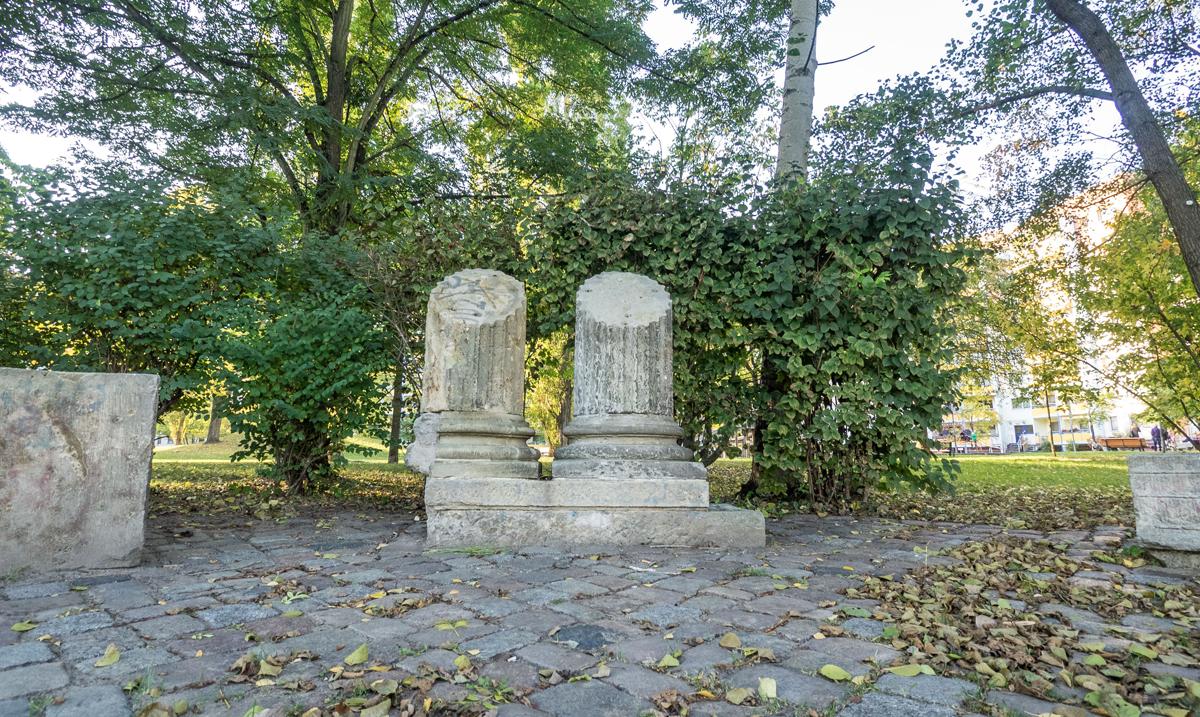 Säulen erinnern an das ehemalige Marquisat Potsdam. Foto: Stefan Specht