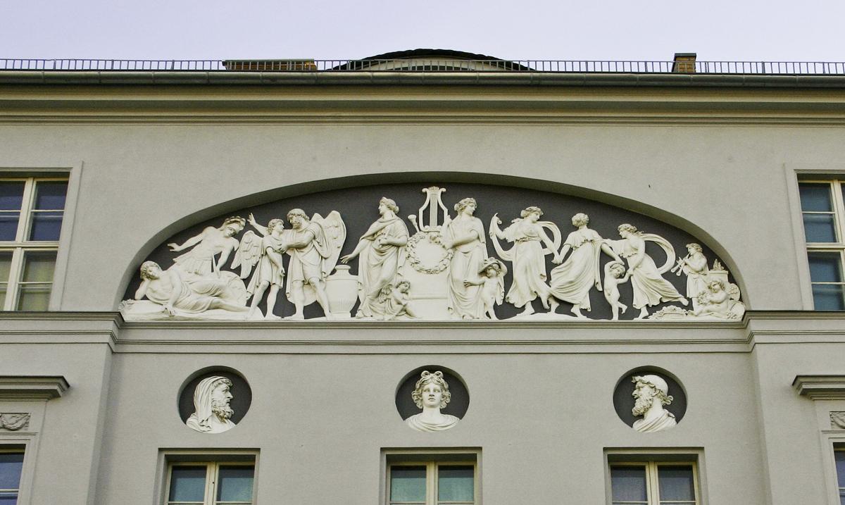Der Apollofries an der Potsdamer Schauspielerkaserne